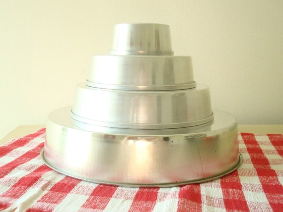 Wedding Cakes Pans.Graduated Cake Pan Set Of 4 Rounds Vintage Wedding Cake Pans Bakers Cookware Baking Equipment Mid Century Kitchen
