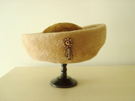 Vintage 1950s Elsa Schiaparelli bumper hat, fur fe