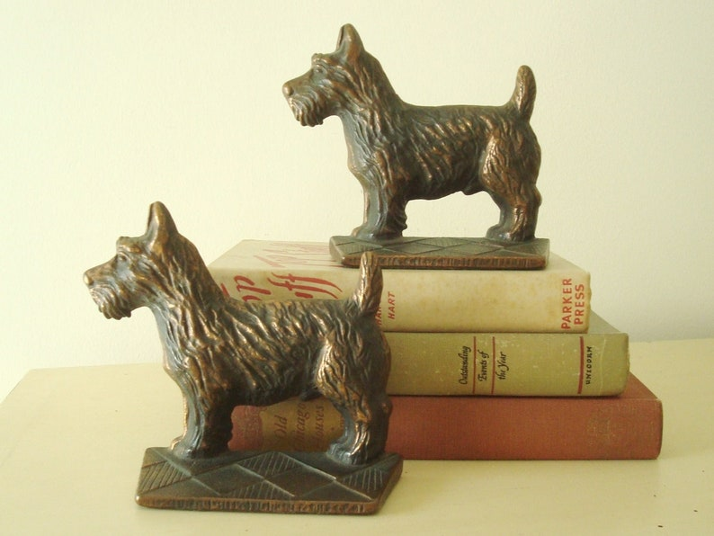 Pair Vintage Cast Iron Scottish Terrier Dog Bookends Decorative Arts Metalware