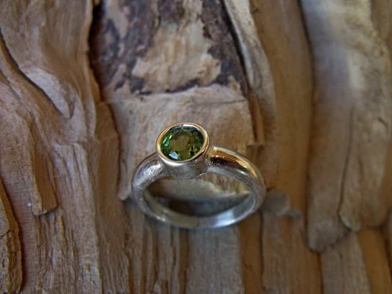 Sterling Silver Ring with Peridot Stone RF062 image 0