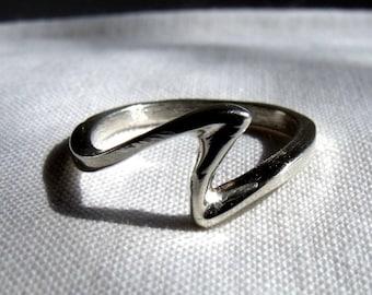 RF369 Sterling Silver S ring