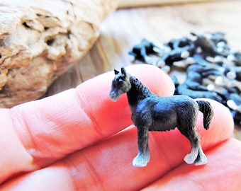 Doll House Shoppe 3 Toy Shire Horse Figures 11974 Micro-Mini Miniature