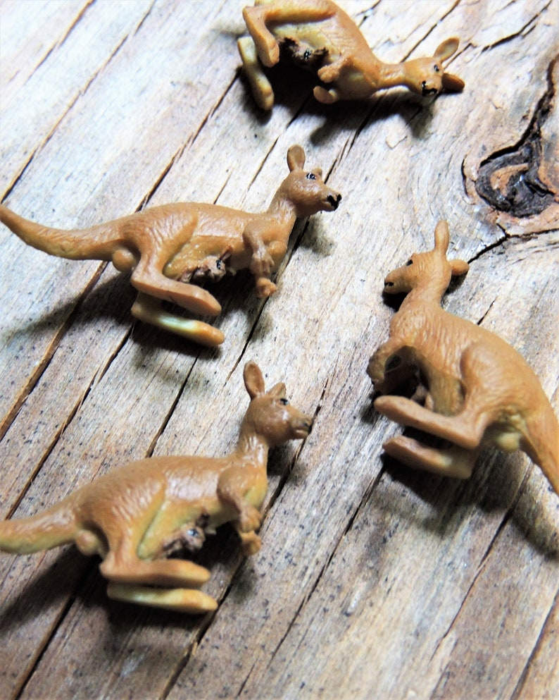 BULK MICRO MINIATURE Kangaroo Animal Mini Figurines Figures Doll House  Diorama Terrarium Small Craft Tiny Miniatures Fairy Garden Supply