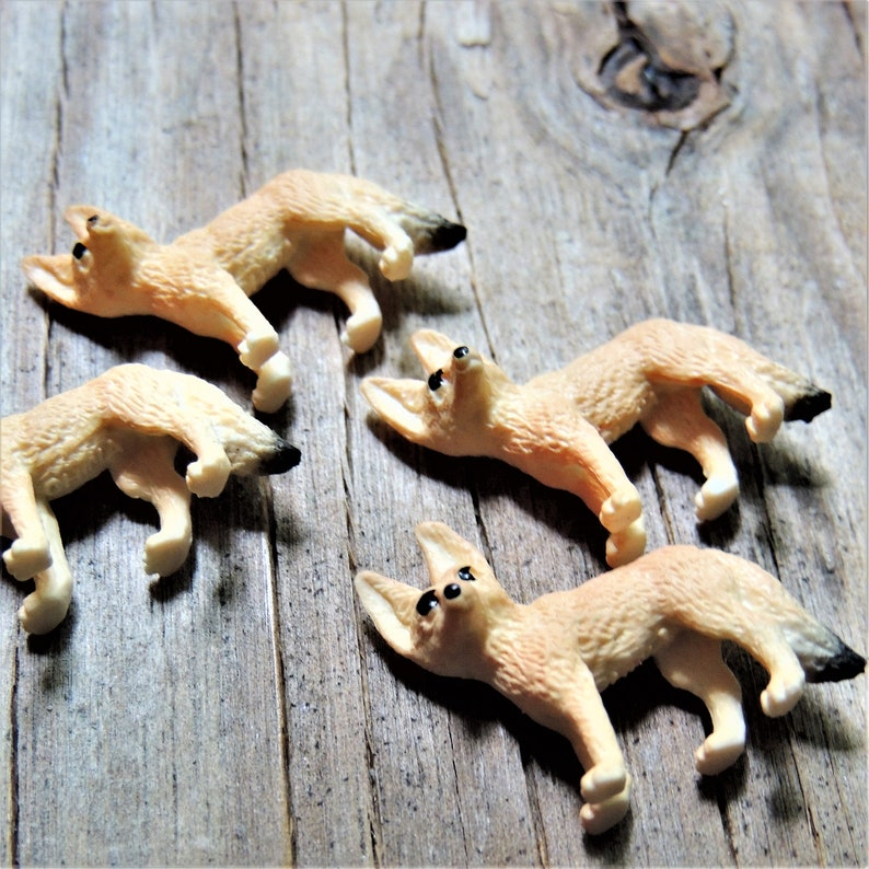 BULK MICRO MINIATURE Fennec Fox Animal Mini Figurines Figures Doll House  Diorama Terrarium Small Craft Tiny Miniatures Fairy Garden Supply