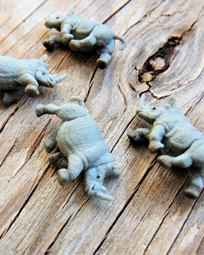 MINIATURE ANIMALS RHINO Micro Mini Rhinos Safari Zoo Figure Doll House  Diorama Terrarium Supplies Small Tiny Miniatures For Fairy Garden