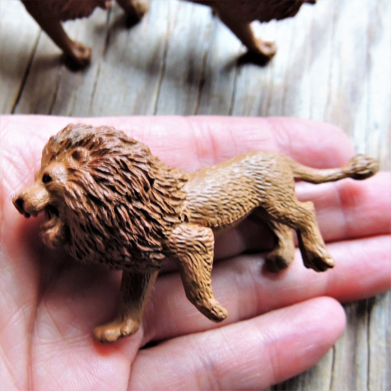 Miniature Lion Plastic Animal Figures Figurines For Fairy Gardens
