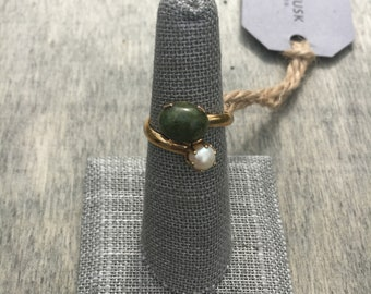 Vintage Sarah Coventry Faux Jade & Pearl Friends Ring | Signed