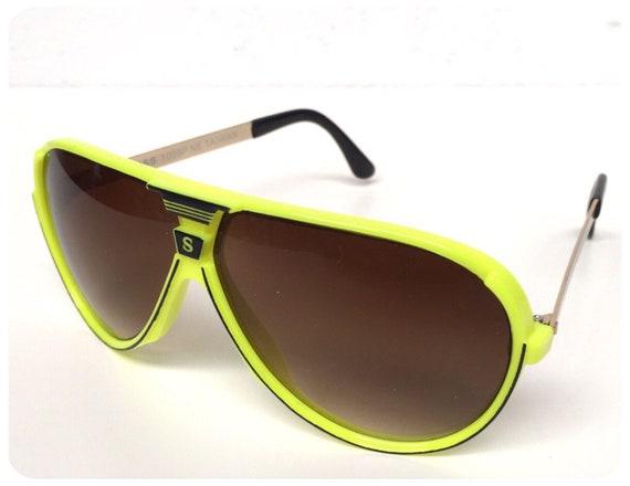955a76f109 Vintage 80s 90s Brand New Deadstock Big Neon Yellow Sport Aviator Sunglasses