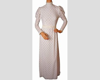 71dc94464673 Vintage 1970s Wedding Gown - Daisy Lace - Leg O Mutton Sleeve - Hippie Chic  - S