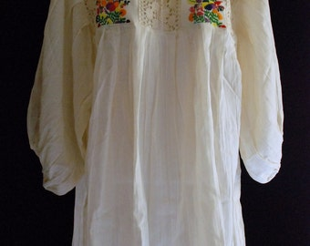 Mexican Top Blouse 100 % Cotton Embroidered Handmade Vtg Style Summer Collection Medium / Large