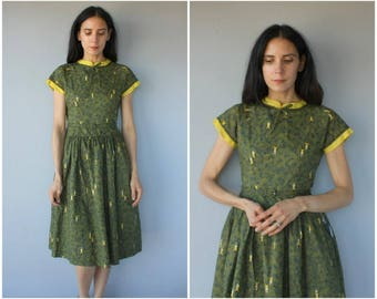 Vintage 1950s Novelty Print Dress • 50s Cotton Dress • 1950s Day Dress • Deer Print Dress • 50s Dress • 1950s Dress- (small/medium)