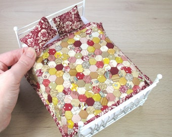 """Miniature Quilt and Pillows for 12th scale Dollhouse - Double Autumn 1/4"""" Hexies"""