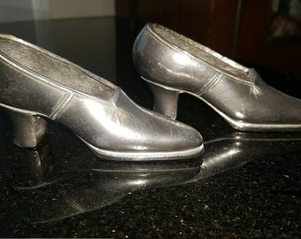 Two Vintage Metal Shoes From Pin Cushions for Sewing Quilting Crafting