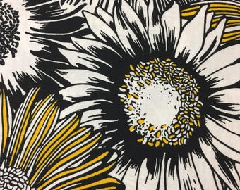 "SALE - 90S R Kaufman ""NIGHT and DAY"" // Don't Pick The Daisies//Allover Black/Yellow and White Daisies on White Ground//Cotton"