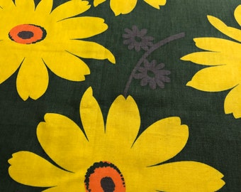 """70s VERA Style """"Daisy, Daisy, Give Me Your Answer Do""""  Allover Daisies in Lemon Yellow, Orange Cntrs and Purple Flowers on Dk Grn Grnd"""