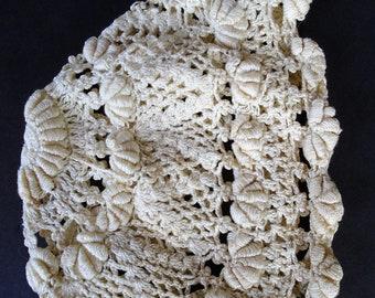 57d0b0e3476b Ère vintage Bonnet pour bébé fait à la main au point de Bullion Crochet des  années 1920-1930