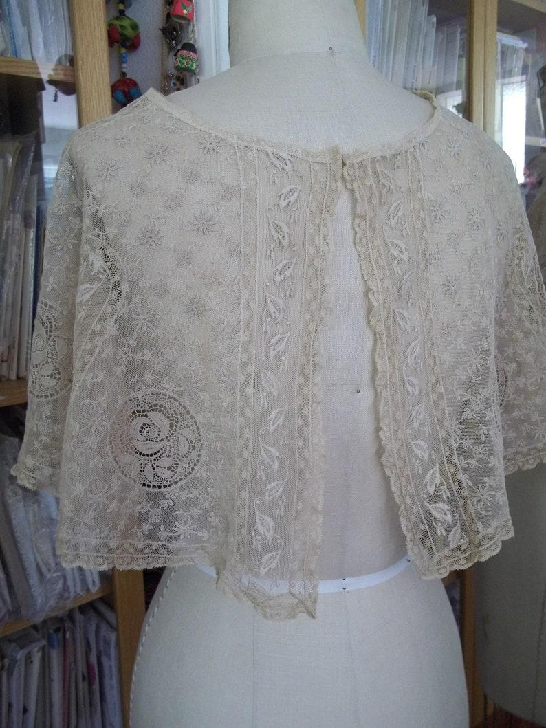 Elegant Vintage lace Collar Extra wide Shawl style pre 1940/'s era Edwardian Beige 1930/'s Dainty Dress accessory