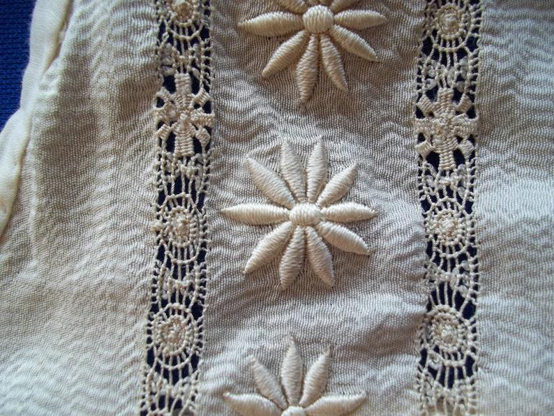 Vintage 1930 1940/'s Drawn Work Large Silky Collar nice workmanship Creme tone Handmade Embroidery flower border