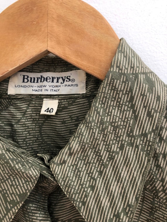 Vintage 70s Burberry Green Paisley Silk Blouse Me… - image 4