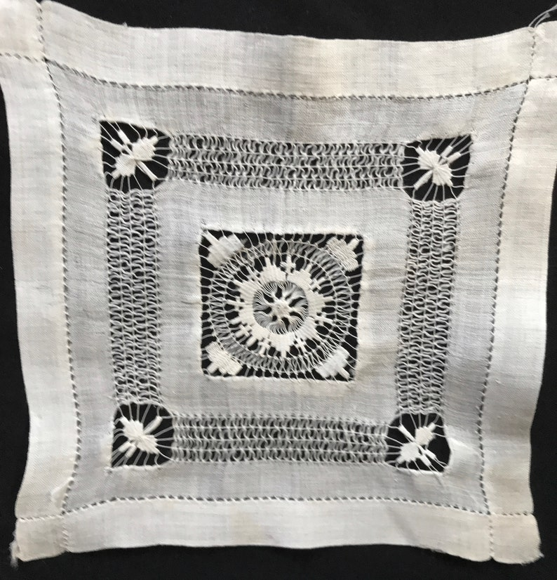 VINTAGE ANTIQUE Victorian Hand-done Tenerife Lace intricate doily 8.5 inch square ECRU
