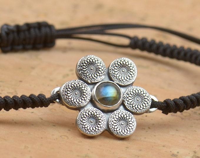 Artisan handmade sterling silver and labradorite bracelet.Gemstone setting Metalsmithing silversmith.Unique piece.Star Universe spiral