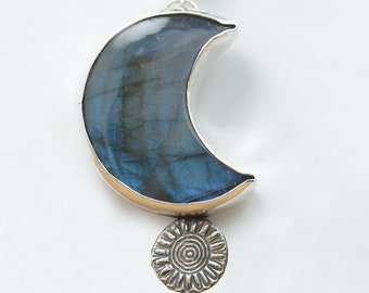 Natural Labradorite sterling silver pendant.Moon shape.Sun.Artisan moon earth.Unique rustic.Metalsmithing.Blue stone.Silversmith.Handmade