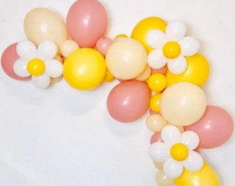Daisy Balloon, Daisy Flower Balloon, Groovy Party, Daisy Party, Boho Daisy, Retro Balloons, Flower Power, 60's Party, 70's, Girl Power