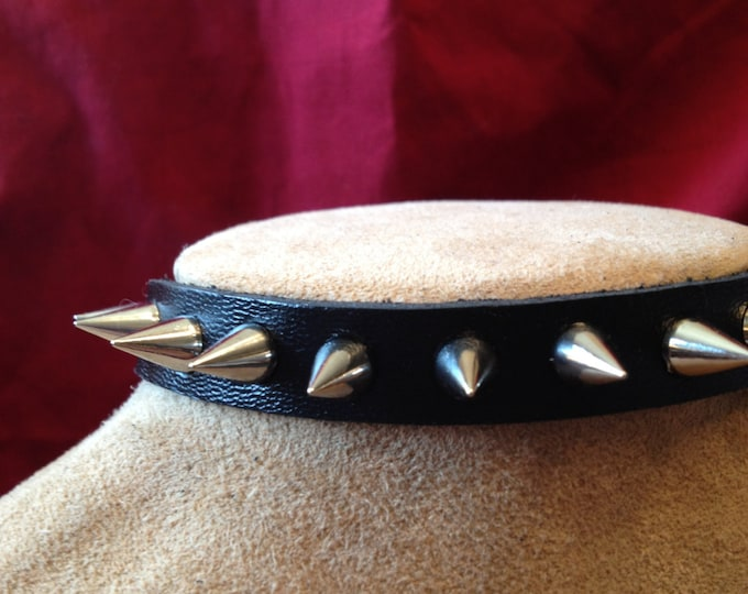 Spike Leather Collar - so many spikes!
