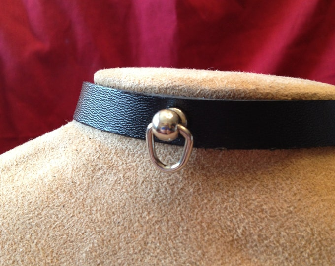 Small Knocker-type Ring with Leather Collar