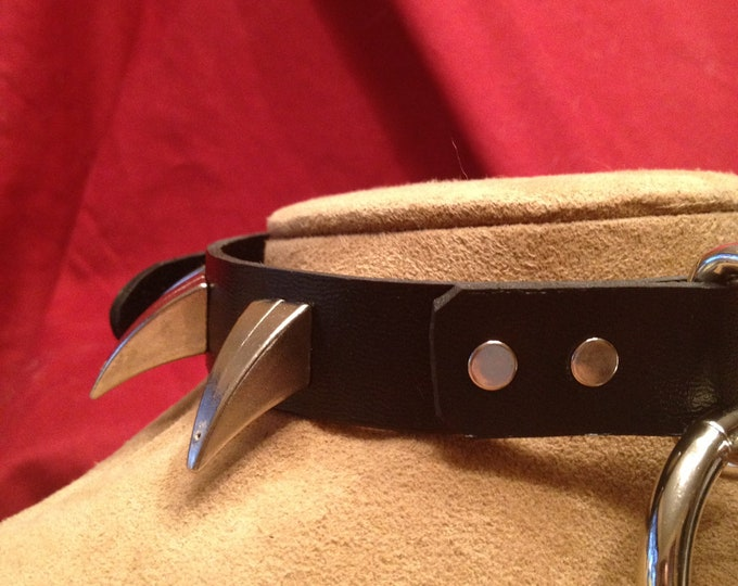 Medium Bondage Ring Collar with Talon Claw Spikes