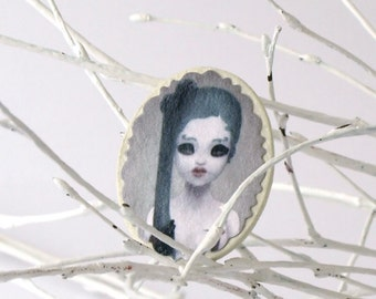 La Doll - brooch by accident