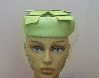 Vintage Celery Green Pillbox Hat with Open Crown & Veil