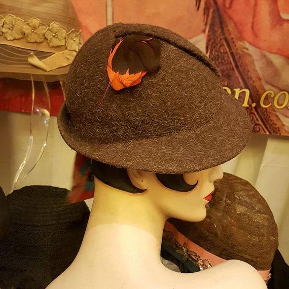 Vintage 1930 to Early 1940 Brown Wool Tilt Hat Exc
