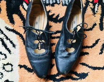 6ccd4dee14 vintage lace up witchy shoes size 6 1/2 7