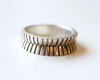 1970s sterling silver artisan handmade abstract band / 70s vintage unisex silver organic shaped line design mans ring size 9 3/4