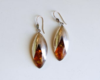 Vintage Polish baltic amber and sterling earrings / silver organic oval dangling orange amber earrings / inlaid amber flower bud dangles