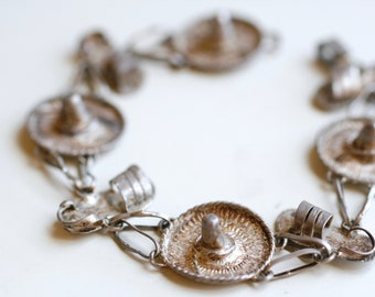 1950s Mexican silver sombrero and sandals souvenir bracelet / 50s vintage summer hats and shoes silver tourist jewelry made in Mexico