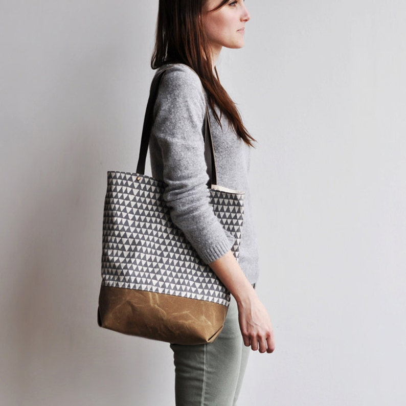 TOTE  grey triangle image 0