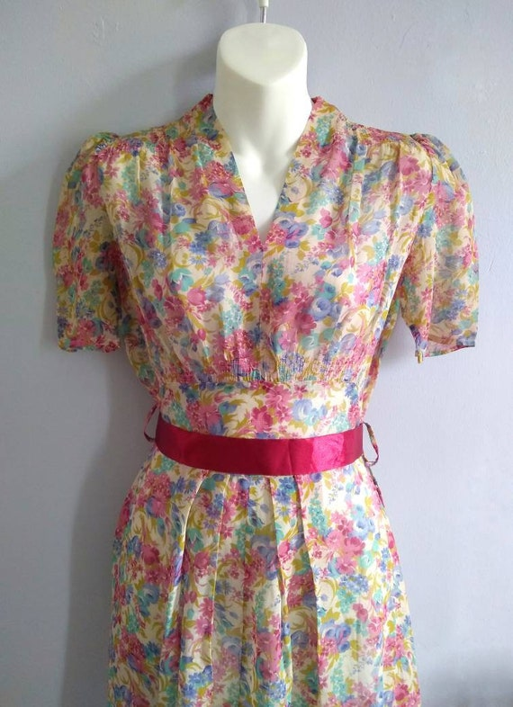 Vintage 30s Dress with Lovely Deco Flowers and pu… - image 7