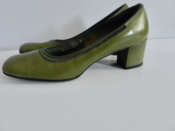 Vintage 60s Leather Pumps Olive Avocado Green Mod