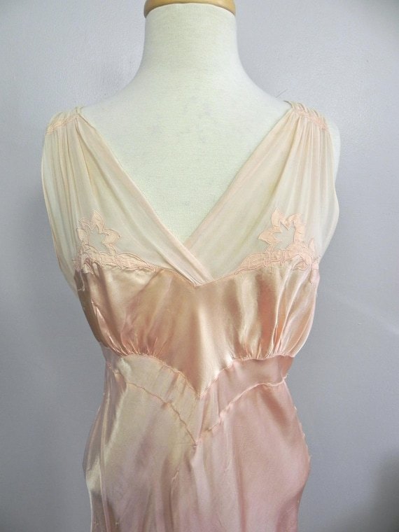 Vintage 1930s 40s Lux Pink Satin and Silk Night D… - image 2