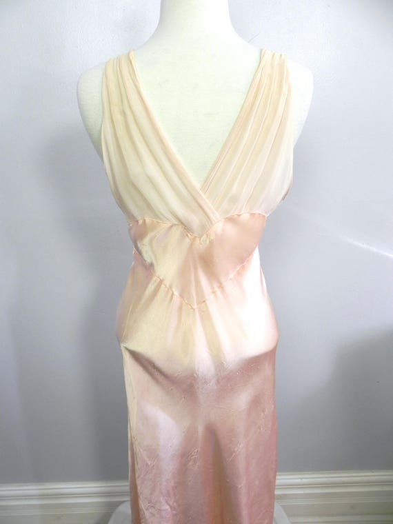 Vintage 1930s 40s Lux Pink Satin and Silk Night D… - image 6