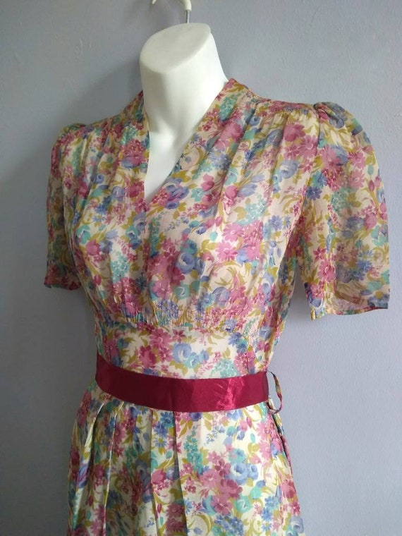 Vintage 30s Dress with Lovely Deco Flowers and pu… - image 3