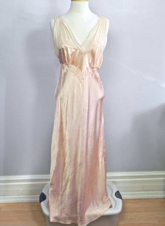 Vintage 1930s 40s Lux Pink Satin and Silk Night Dr
