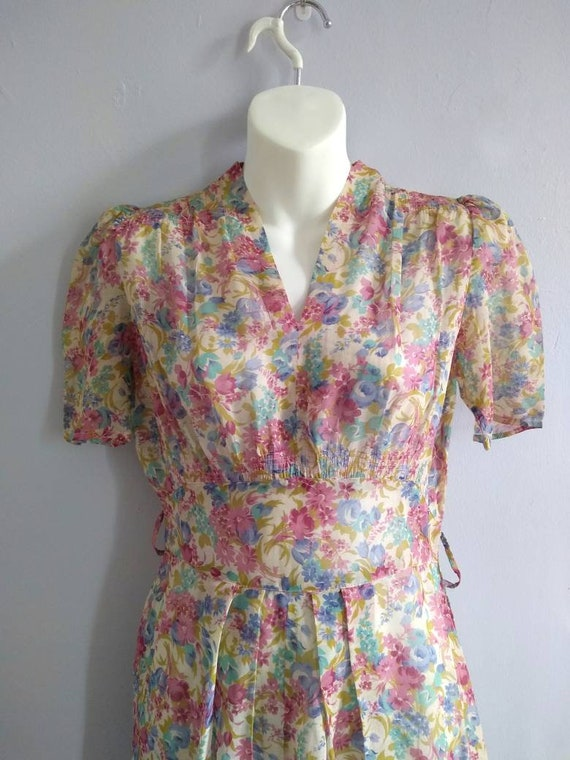 Vintage 30s Dress with Lovely Deco Flowers and pu… - image 9