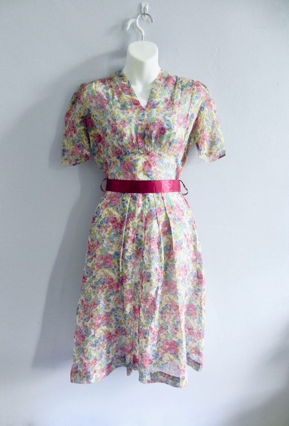 Vintage 30s Dress with Lovely Deco Flowers and pu… - image 8
