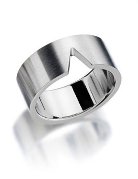 Noto V Man Ring Stainless Steel