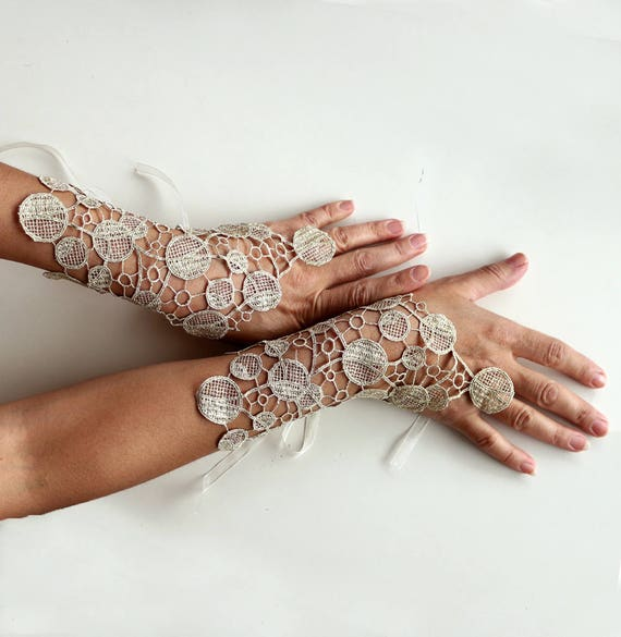 Guipure Lace Hand Charm Bridal Fingerless Glove Bridesmaids Gift Modern Wedding Gold Wrist Corsage Cuff