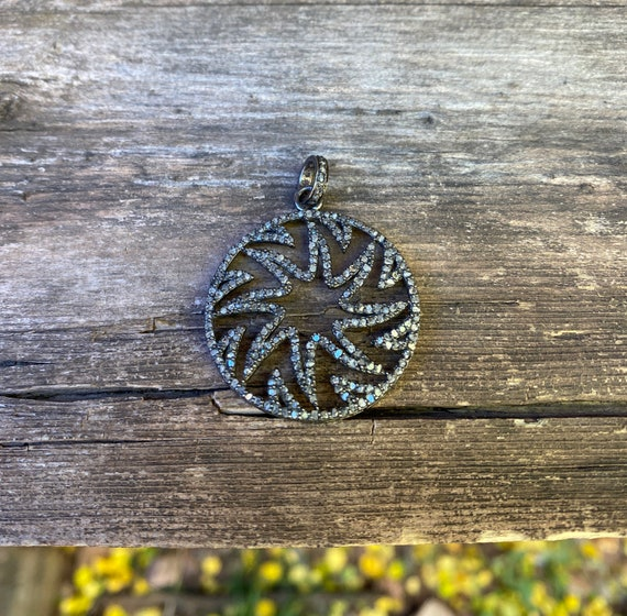Swirled Star Pave Diamond pendant