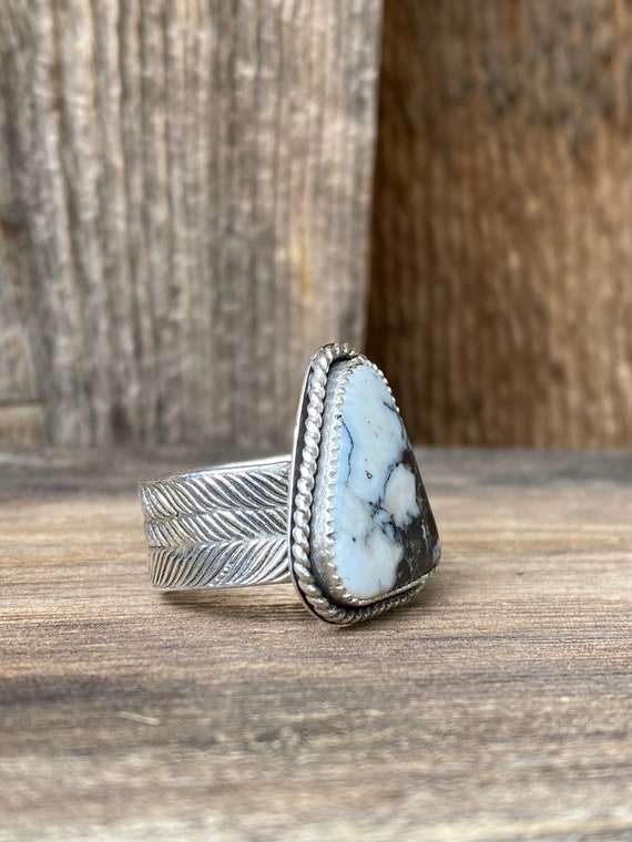 Size 7 Sterling Silver & White Buffalo Turquoise Triangle Ring with Feather Pattern Band